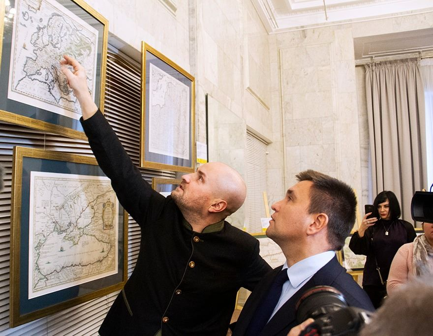 У холі МЗС відкрито виставку старовинних мап України
