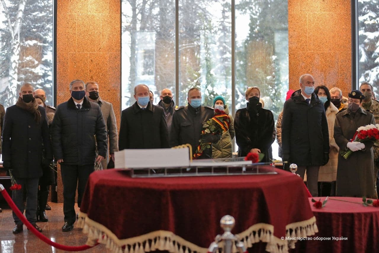 Посольства Німеччини та Франції спільно вшанували пам'ять загиблих у боях за Дебальцево