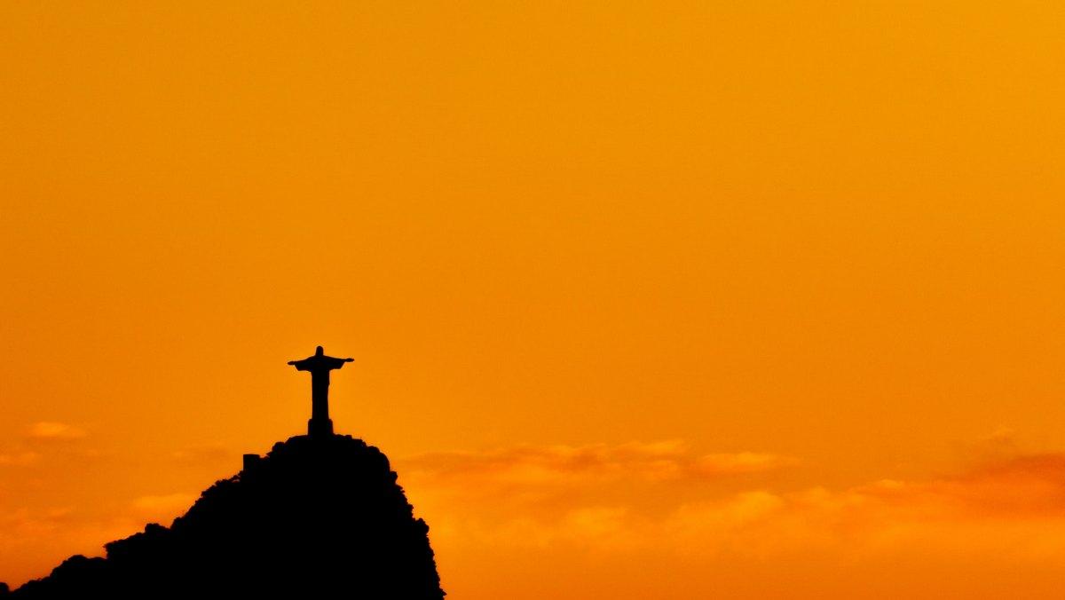 Монумент Христа Спасителя высотой 38 метров
