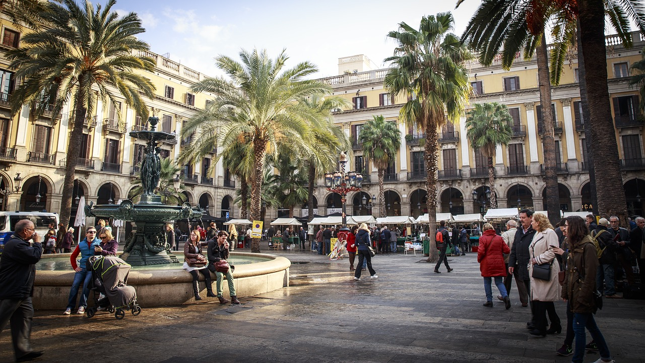Spain's tourism industry continues to record losses