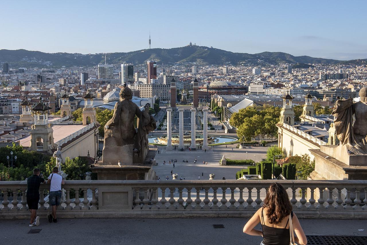 Количество иностранных туристов в Испании снизилось на 88,5%