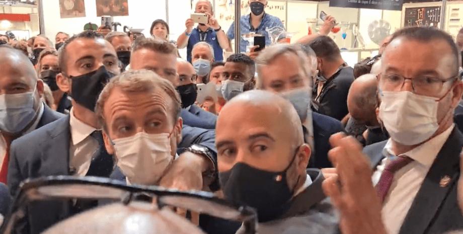 У Макрона кинули яйце на виставці в Ліоні (Відео)