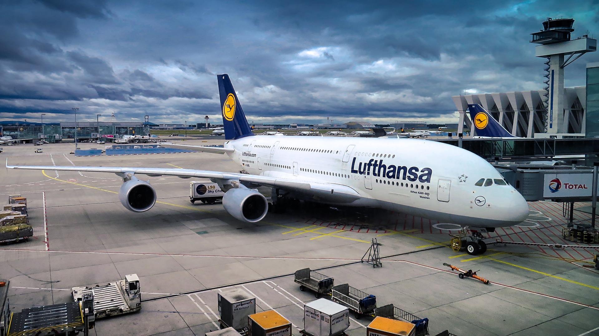 Бронювання авіаквитків між ЄС і США збільшилася на 40%